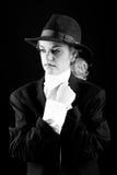Belle fille blonde dans le procès et le chapeau Image libre de droits