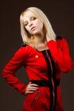 Belle fille blonde dans une robe rouge Images stock