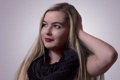 Belle fille blonde de sourire Images libres de droits
