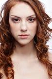 Belle fille couverte de taches de rousseur Photographie stock libre de droits