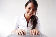 Belle fille d'affaires sur l'ordinateur portatif Images libres de droits