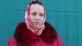 belle fille dans des vêtements de l'hiver clips vidéos