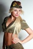 Belle fille dans des vêtements militaires Photographie stock libre de droits