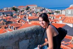 Belle fille dans Dubrovnik Photo stock