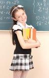 Belle fille dans l'uniforme scolaire avec des livres image libre de droits