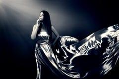Belle fille dans la longue robe Images libres de droits