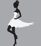 Belle fille dans la robe blanche Image stock