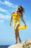 Belle fille dans la robe jaune Photos libres de droits