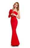 Belle fille dans la robe rouge avec le champagne d'isolement sur le fond blanc, concept de vacances d'hiver Photos libres de droits