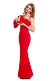 Belle fille dans la robe rouge avec le champagne d'isolement sur le fond blanc, concept de vacances d'hiver Images stock