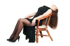 Belle fille dans la robe sur le fauteuil Image libre de droits
