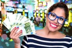 Belle fille dans le casino Photographie stock