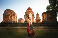 Belle fille dans le combat d'Apsara Photos stock