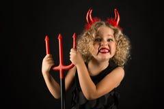 Belle fille dans le costume de diables Photo stock