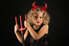 Belle fille dans le costume de diables Image stock