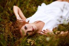 Belle fille dans le domaine Image stock