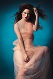 Belle fille dans le studio, la Renaissance images libres de droits