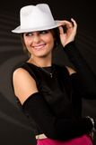 belle fille dans un chapeau blanc photos stock
