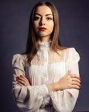Belle fille dans un chemisier blanc Madame #37 d'affaires Image stock