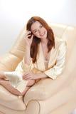 Belle fille dans une chemise beige Photo stock