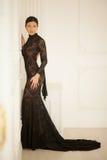 Belle fille dans une robe noire Photos stock