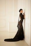 Belle fille dans une robe noire Photographie stock libre de droits