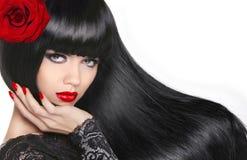 Belle fille de brune Long cheveu sain Maquillage Na Manicured photos stock