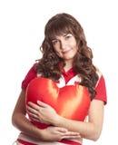 Belle fille de brunette avec le coeur de jouet. Image libre de droits