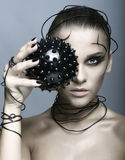 Belle fille de cyber avec la boule épineuse noire Image libre de droits