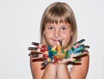 Belle fille de l'adolescence avec les doigts paited Photo libre de droits
