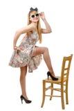 Belle fille de pin-up avec une robe colorée image stock