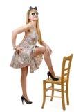 Belle fille de pin-up avec une robe colorée Photo stock