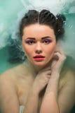 belle fille de salle de bains Images stock