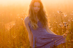 Belle fille en brouillard Images libres de droits