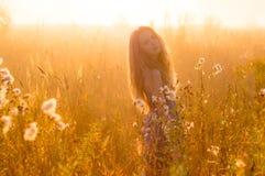 Belle fille en brouillard Photos libres de droits