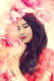 Belle fille en fleurs élégantes Images libres de droits