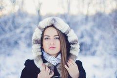 Belle fille en hiver photos stock