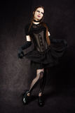 Belle fille gothique avec le renivellement de cygne Image stock