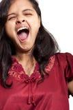 Belle fille indienne prenant le baîllement Photo stock