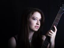 Belle fille jouant la guitare Image stock