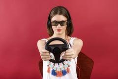 Belle fille jouant le jeu vidéo 3D Images stock
