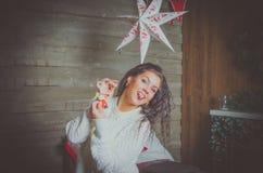 Belle fille la nuit de Noël Images stock