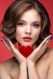 Belle fille modèle avec le maquillage lumineux et Photographie stock libre de droits