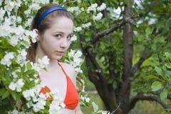 Belle fille parmi des fleurs Images libres de droits
