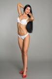 Belle fille posant dans la lingerie blanche Photographie stock