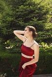 Belle fille posant dans une robe images stock