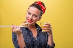 Belle fille sexy avec le jolis sourire et polka Photographie stock