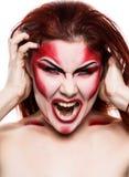 Belle fille sexy de diable avec le maquillage professionnel Conception d'art de mode La fille modèle attirante dans Halloween com photographie stock