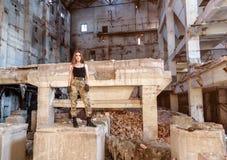 Belle fille sur les ruines Images libres de droits