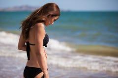 Belle fille sur un bikini Photographie stock libre de droits